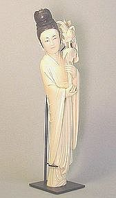 CHINESE CARVED IVORY STATUE OF A LADY