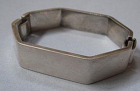 Puig Doria Sterling Hinged Bracelet
