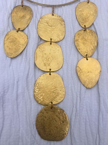 DESIGNER CHOKER NECKLACE WITH VINTAGE BRASS DISCS
