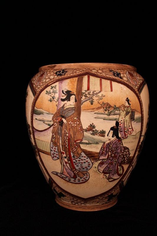 Wonderful Japanese Satsuma Decorated Pottery Vase, Tais