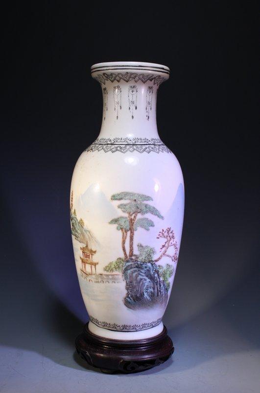 Chinese Republic Period Enameled Porcelain Vase,