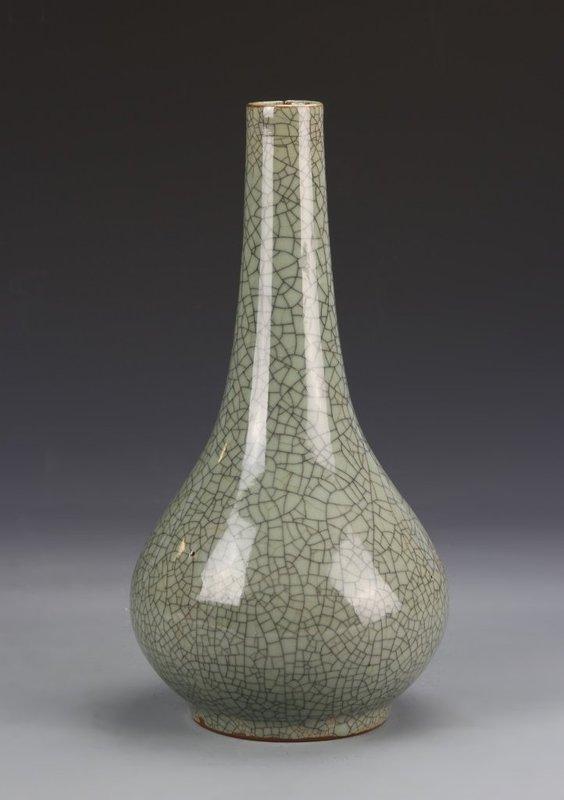 19th C. Chinese Crackle Glazed Porcelain Vase.