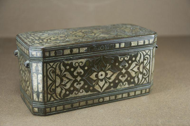Fine lime box, Islamic Art, Early 19th C.