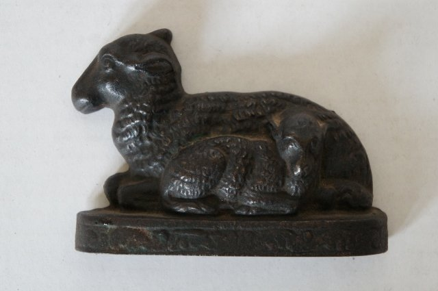 Early cast iron bookend ewe and lamb fine detail 1870