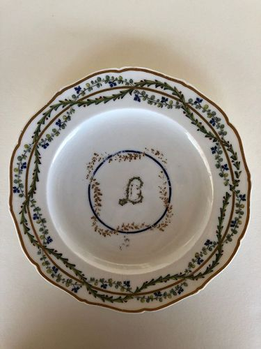 French 18th century dinner plate, Seguin, Vincennes. Circa 1785