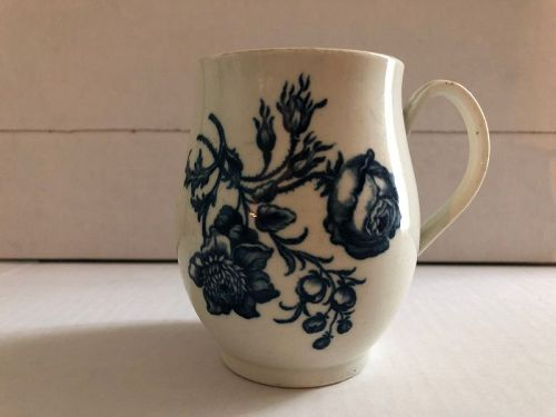 Worcester porcelain underglaze blue decorated mug circa 1775