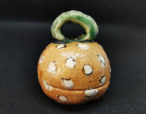 Narumi Oribe incense container by Makoto Yamaguchi