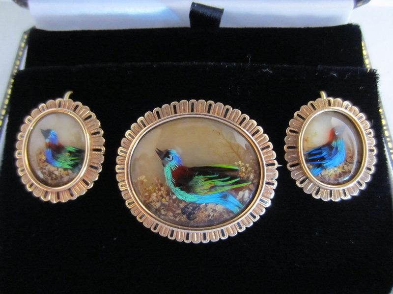 Exotic Bird Feather, 18k Yellow Gold, and Enamel Set