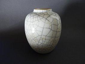 Excellent, beautiful  Yongzheng  Ge - type vase