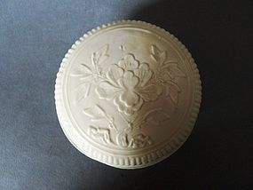 An excellent Song Dynasty Dehua ware covered box