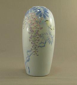 Vintage Japanese Fukagawa Vase Wisteria  Signed