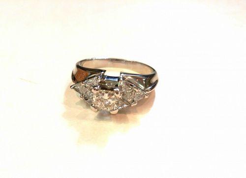18K WHITE GOLD PRINCESS CUT & TRIANGLE DIAMONDS RING 1.50 CT TDW