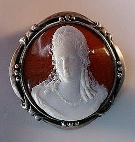 FANTASTIC ARTS & CRAFTS ERA CAMEO.. CARVING OF A BEAUTY