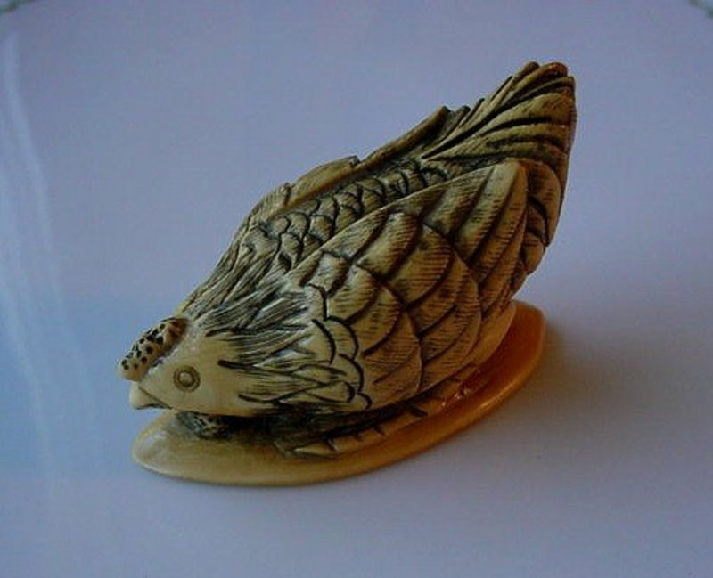 BEAUTIFULLY CARVED IVORY HEN NETSUKE