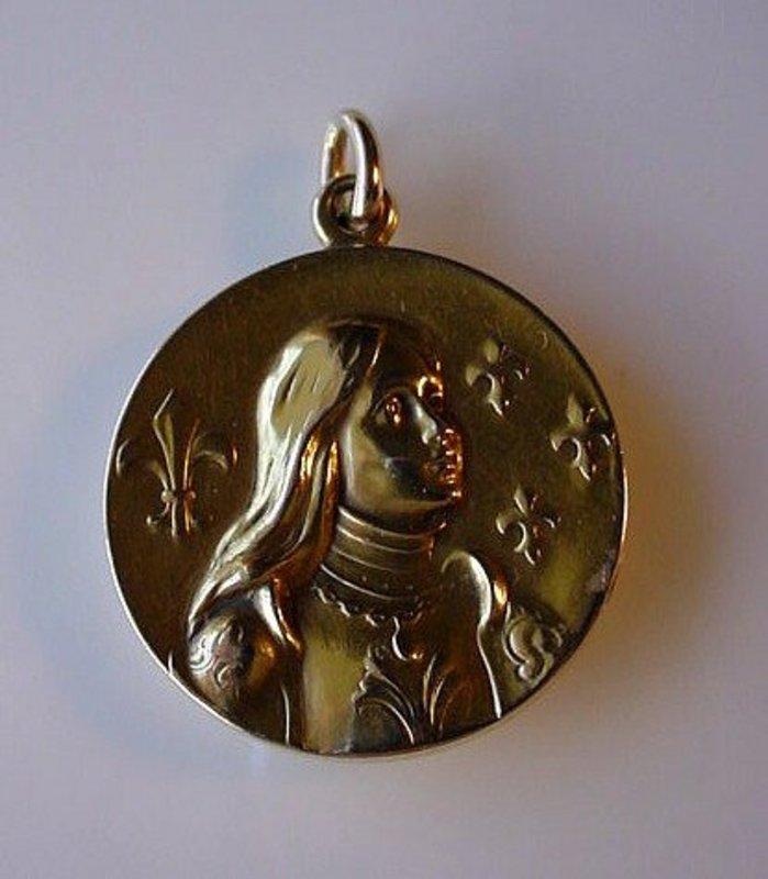 BEAUTIFUL ANTIQUE ART NOUVEAU JOAN OF ARC GOLD LOCKET