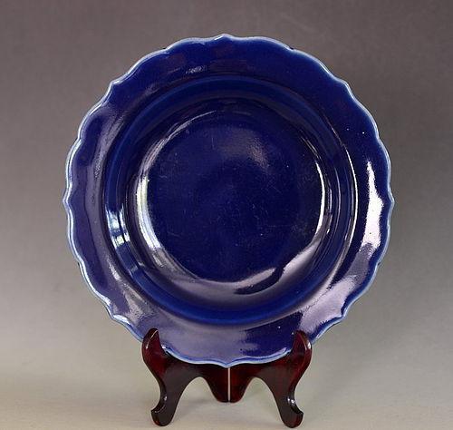 Blue Glazed Dish with Foliate Rim and Chenghua Mark, Late 17th Century