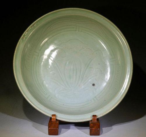 Large Longquan Dish, Ming Dynasty