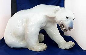 Huge B&G Polar Bear