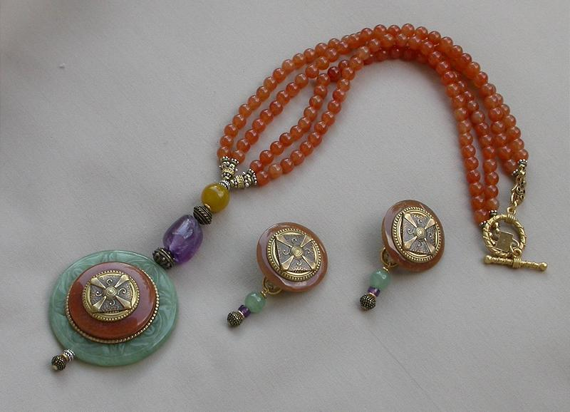 PATRICE ROUND PENDANT NECKLACE AND EARRINGS