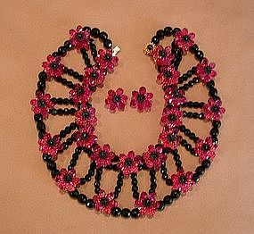 deLILLO BLACK AND FUCHSIA NECKLACE AND EARRINGS