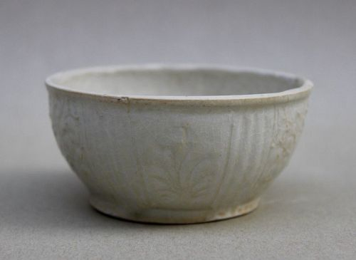 A MING DYNASTY WHITE GLAZED CUP WITH INCISED FLORAL SPRAYS