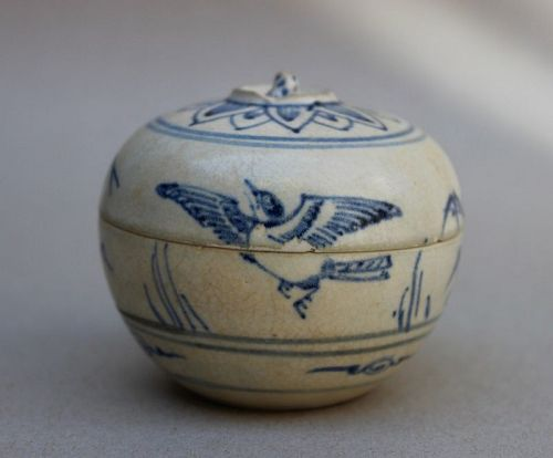 LOVELY ANNAMESE COVERED BOX WITH BIRD AND BAMBOO