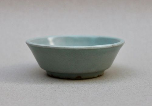 A RARE SOUTHERN SONG LONGQUAN CELADON SMALL WASHER