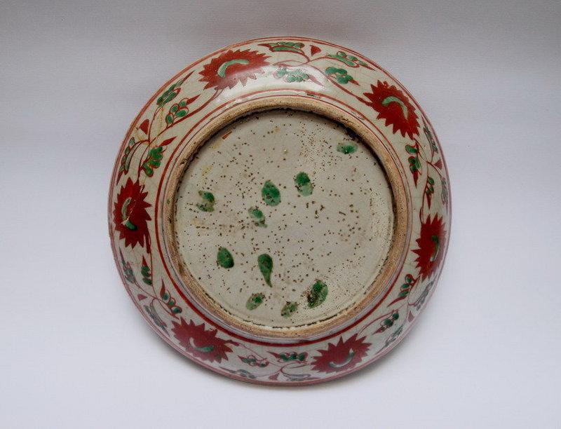 A MING DYNASTY POLYCHROME  PLATE
