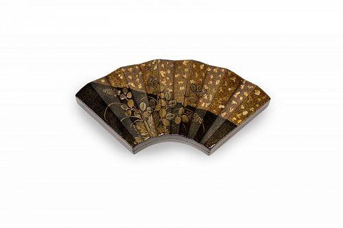 Japanese lacquer fan shaped kobako