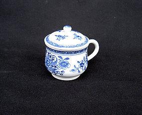 Chinese export blue and white pot de crème