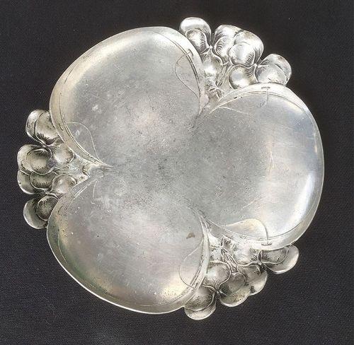 German Jugendstil / Art Nouveau trefoil pewter dish