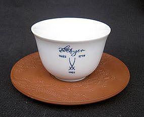 Pair of Meissen Böttger jubilee cups and saucers