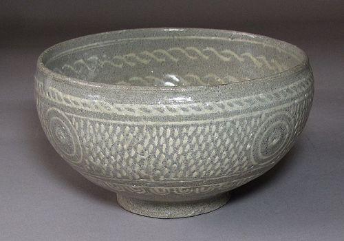 A Fine Bucheong White Slip Inlaid Buncheong Tea Bowl-15th C.: