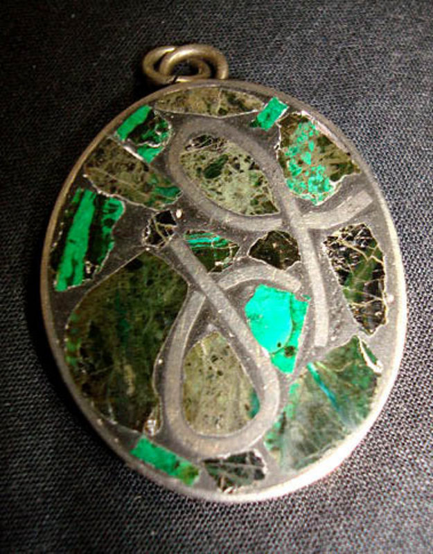 Mod Silver Abstract Stone Oval Pendant Green Black