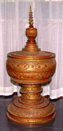 """Very Large Royal Burmese Lacquer Gilded """"Thayo - 19th C"""