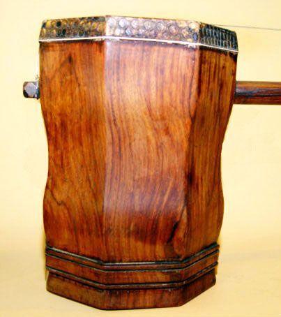 Chinese Huanghuali Erhu Musical Instrument - 19th Century