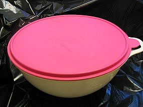 Tupperware Thatsa Bowl