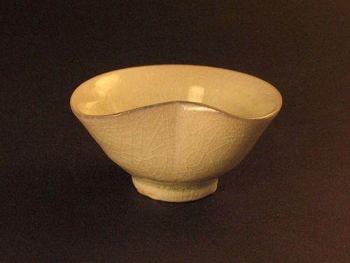 White porcelain sake cup by Dohei Fujinoki  the popular artist KARATSU