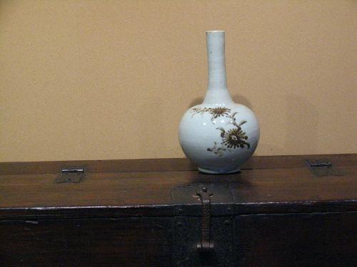 18th century Joseon White porcelain Long neck vase Iron glaze picture