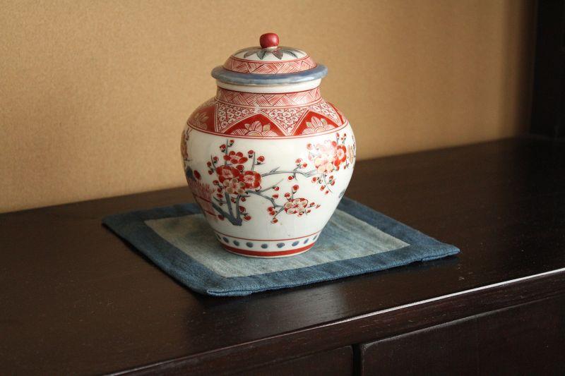 18th century Imari Kakiemon-style Polychrome Pot with rid