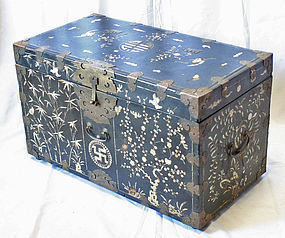 Large Black-Lacquered Mother-of-Pearl Box