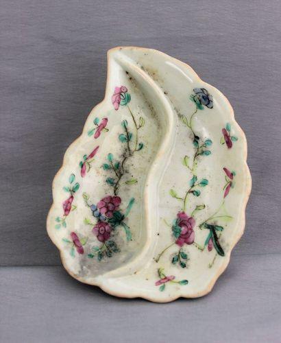 Chinese Famille Rose Porcelain scalloped edge Leaf shape Dish