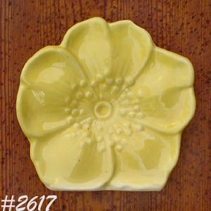 McCOY POTTERY -- YELLOW FLOWER BLOSSOM WALL POCKET