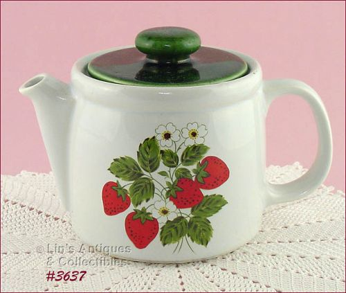 McCOY POTTERY VINTAGE STRAWBERRY COUNTRY TEAPOT