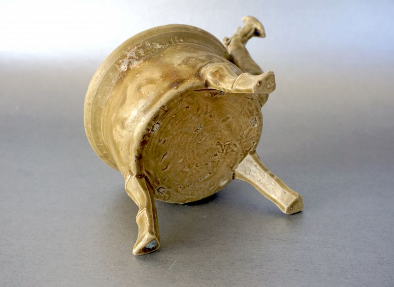 An extremely RARE Yueyao Tripod Censer from Jin Dynasty, 3-4th Century