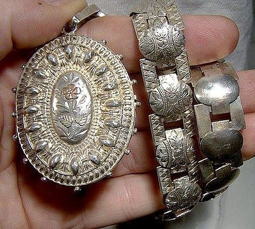 Superb STERLING SILVER REPOUSSE LOCKET & ENGRAVED CHAIN 1884