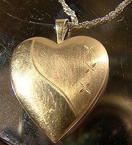 10K WHITE & YELLOW GOLD HEART PHOTO LOCKET & CHAIN