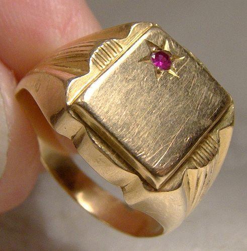 Man's 18K Ruby Signet Ring 1960s 18 K Initial Size 8.5 8-1/2