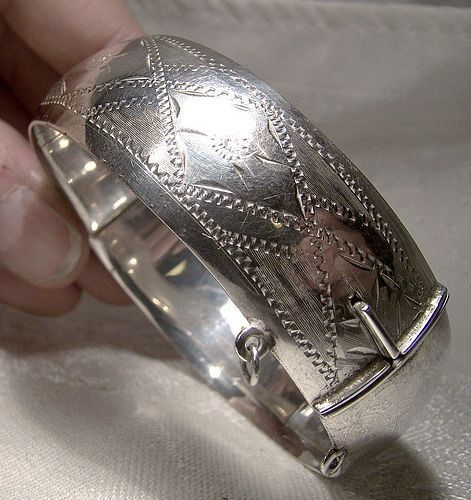 Hand Engraved Sterling Silver Bangle Bracelet 1940s-50s Diamond Motif