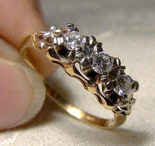 Art Deco 14-18K White & Yellow Gold Diamonds Row Ring 1930s